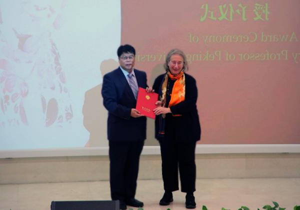 Professor Dame Jessica Rawson DBE FBA being awarded an Honorary Professorship at Peking University, at a ceremony on Tuesday 5 2019年11月