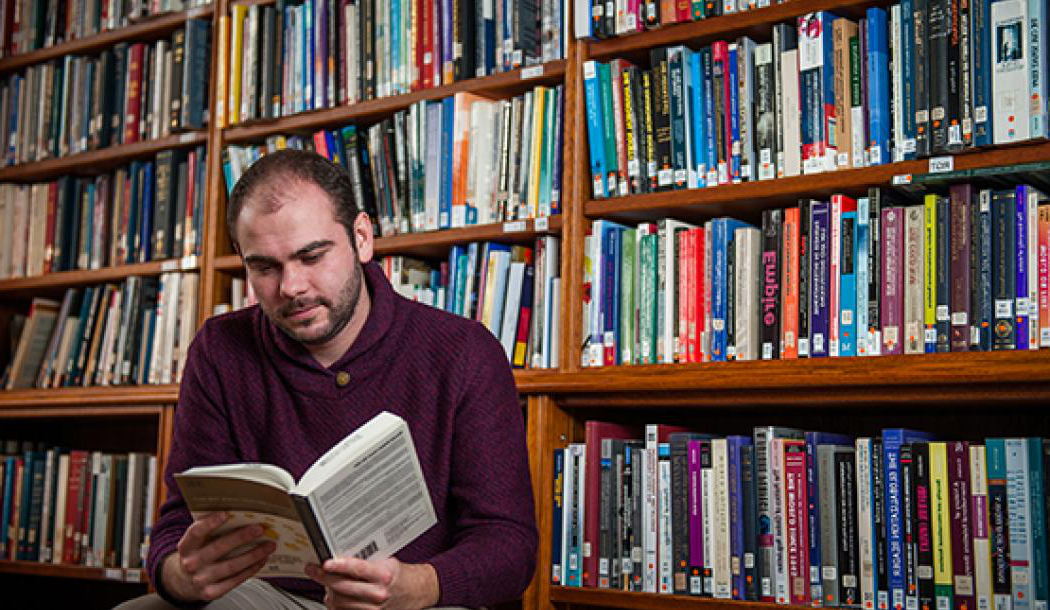 A graduate student in OWL library - Photo: © John Cairns - www.johncairns.co.uk